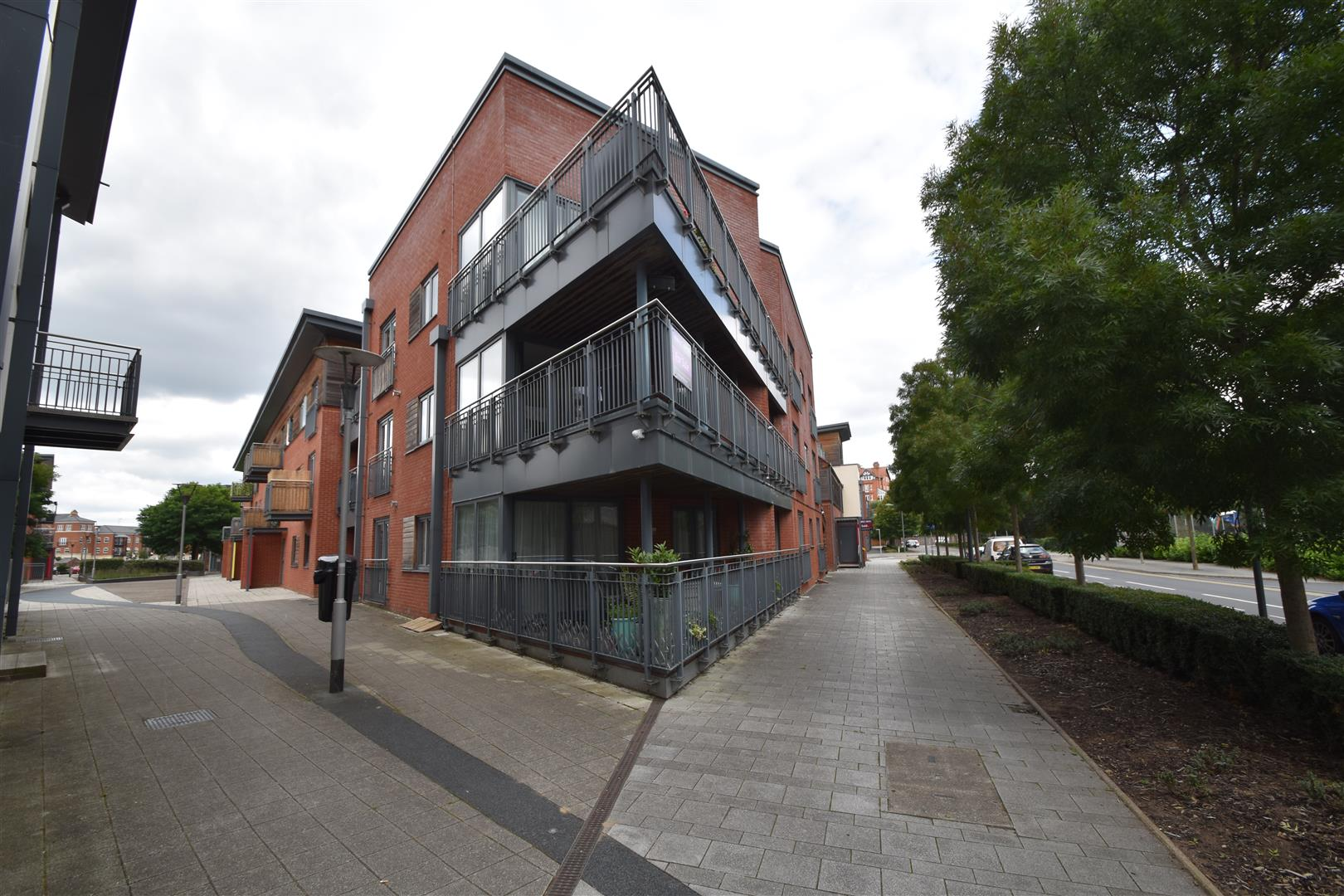2 Bedrooms Flat for sale in Basin Road, Worcester